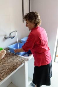 Washing clothes, Santa Maria Albergue