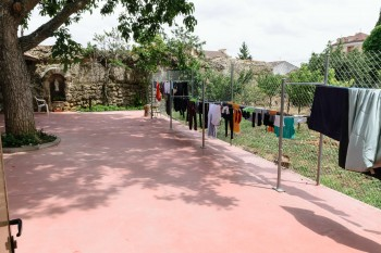 Courtyard and clotheslines, Santa Maria Albergue