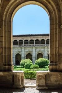 Courtyard, San Marcos Parador