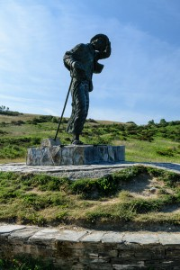 Pilgrim statue at Alto de San Roque