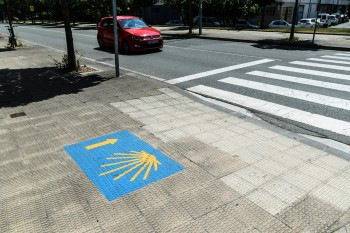 Sidewalk trail markings in Pamplona