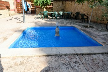Albergue foot-soaking pool