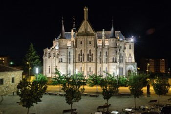 Bishop's Palace at night