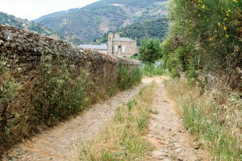 Road behind the cemetery in Villafranca del Bierzo