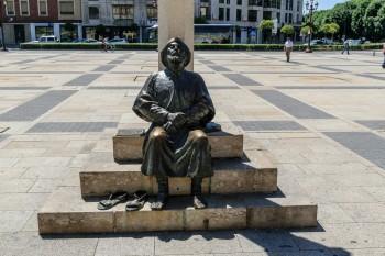 Pilgrim sculpture in Plaza San Marcos