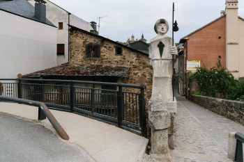 Evening walk through the streets of Villafranca del Bierzo