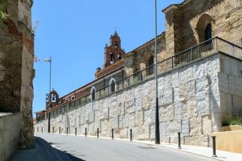 Climbing the hill into Astorga