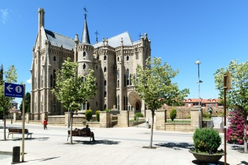 Bishop's Palace (Gaudi building)